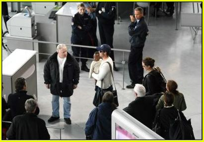 brad angelina airport73
