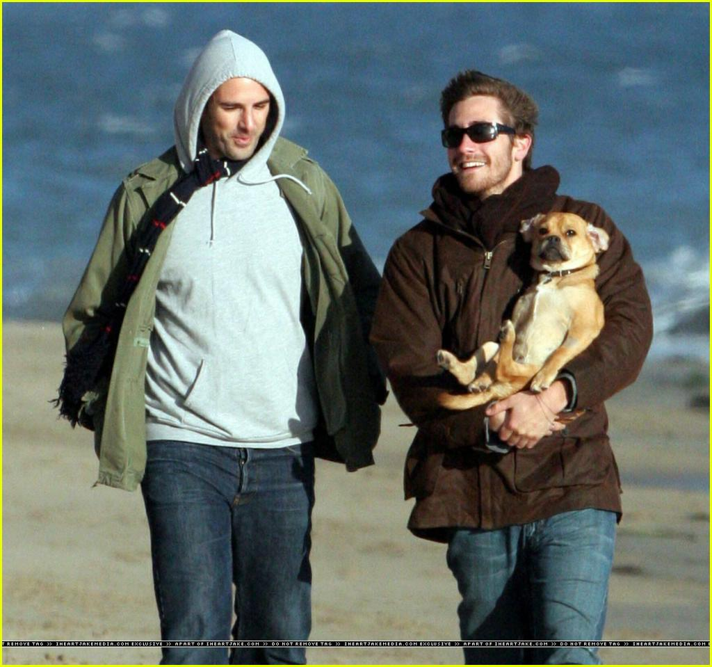 jake gyllenhaal beach01