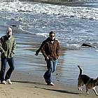 jake gyllenhaal beach10