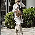 reese witherspoon jogging coffee07