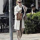 reese witherspoon jogging coffee08