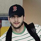 ashton kutcher airport01