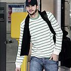 ashton kutcher airport02