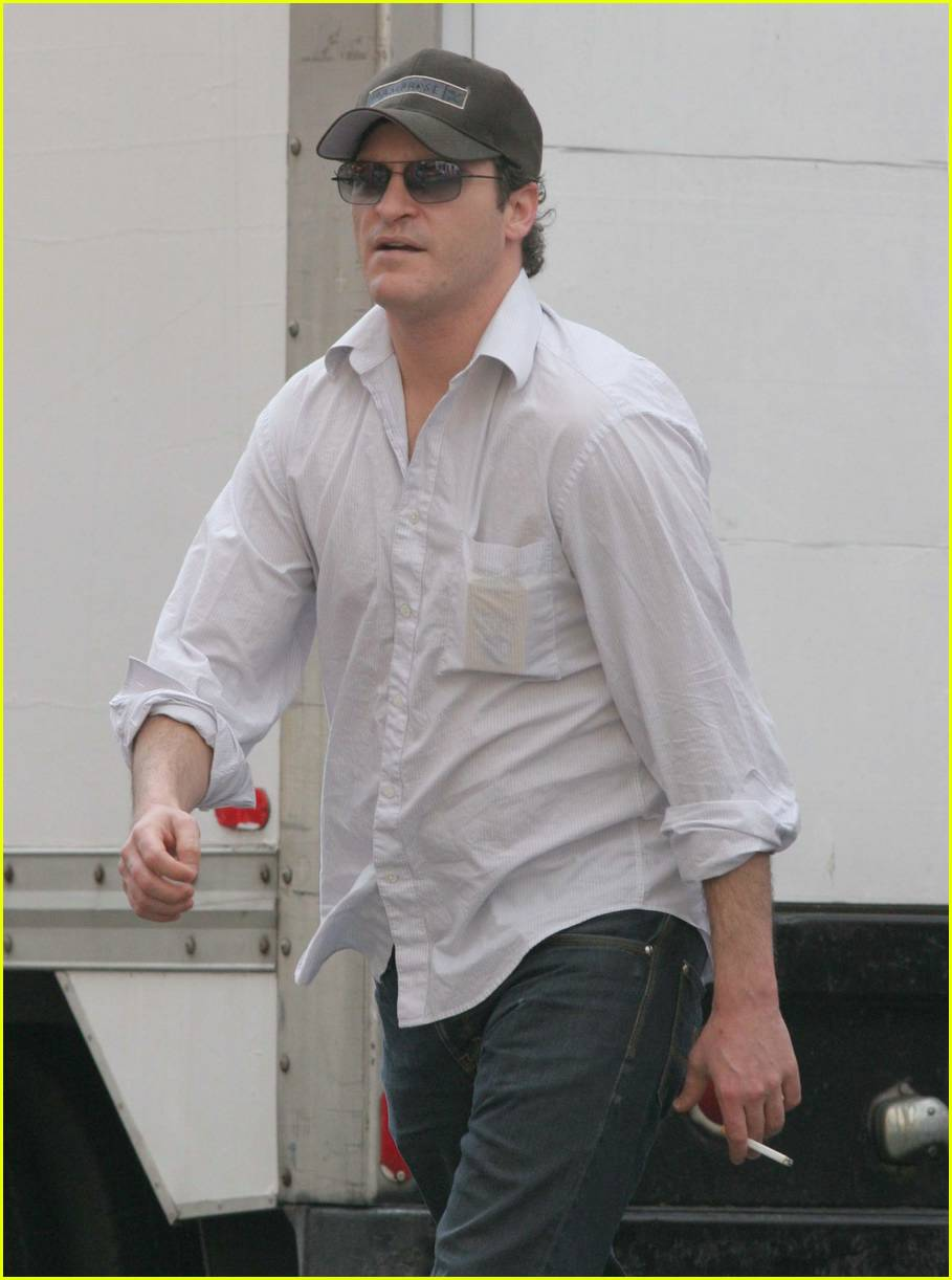 joaquin phoenix smoking04