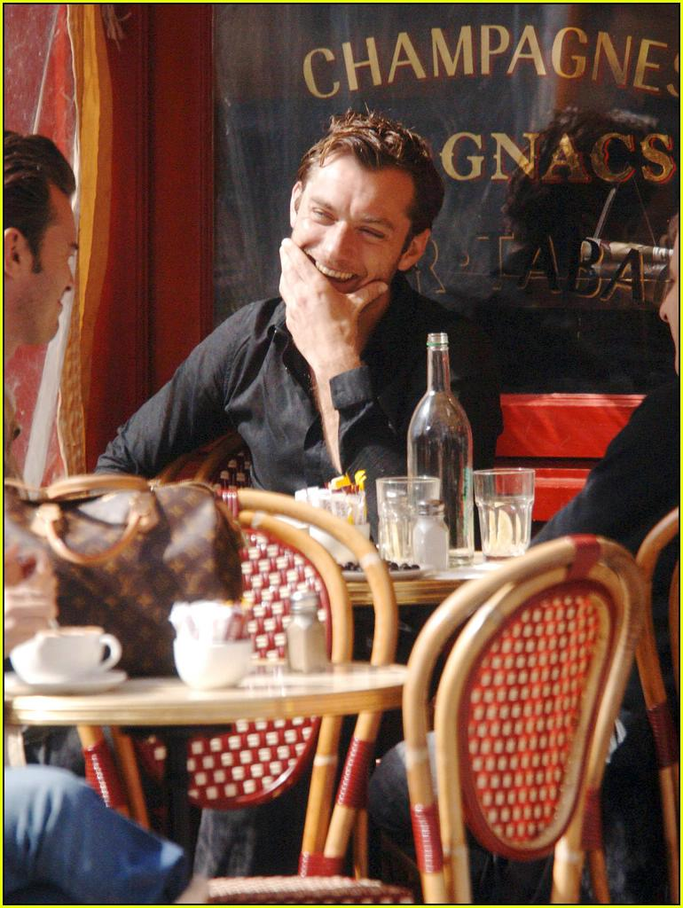 jude law eating16280391