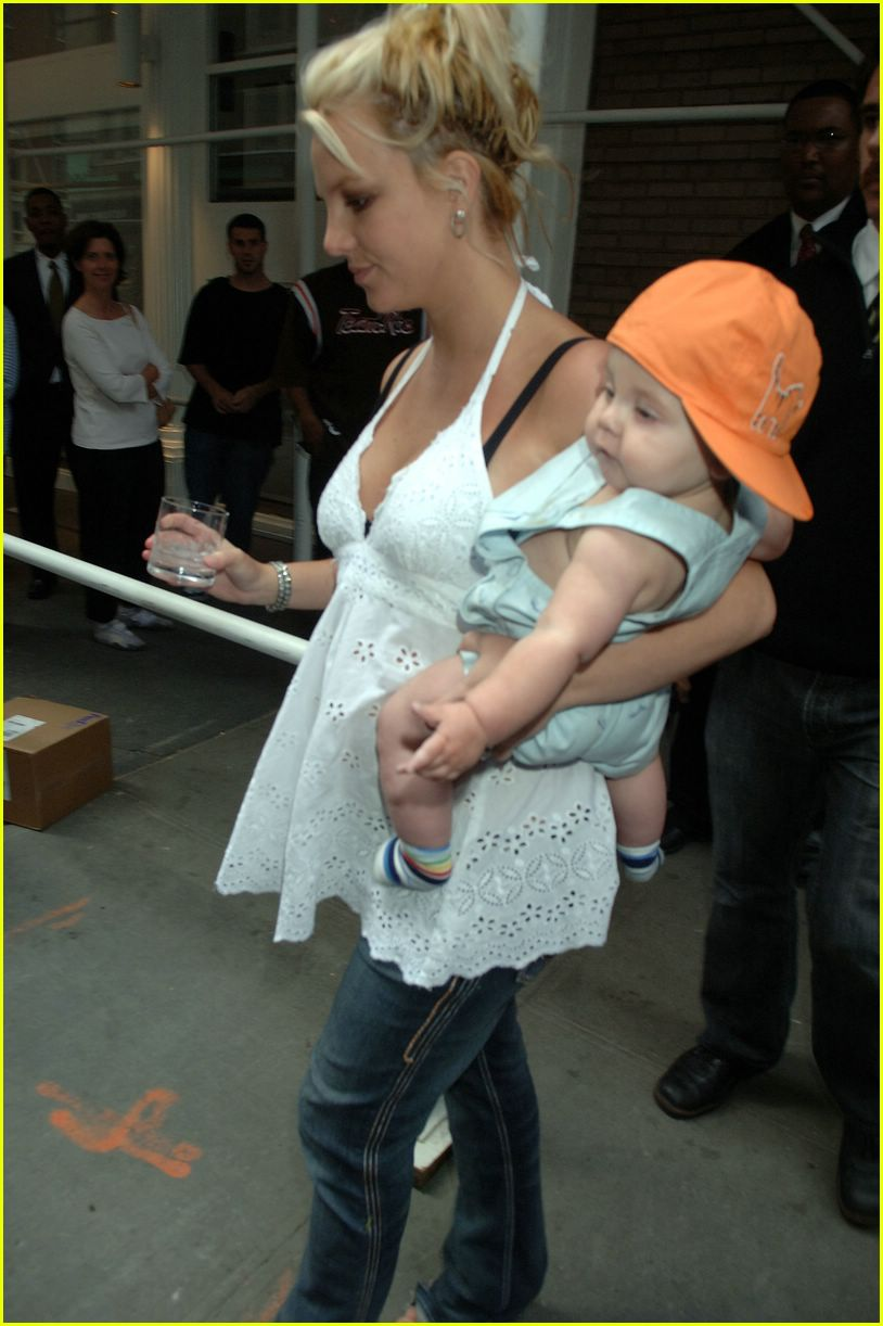 britney spears crying03