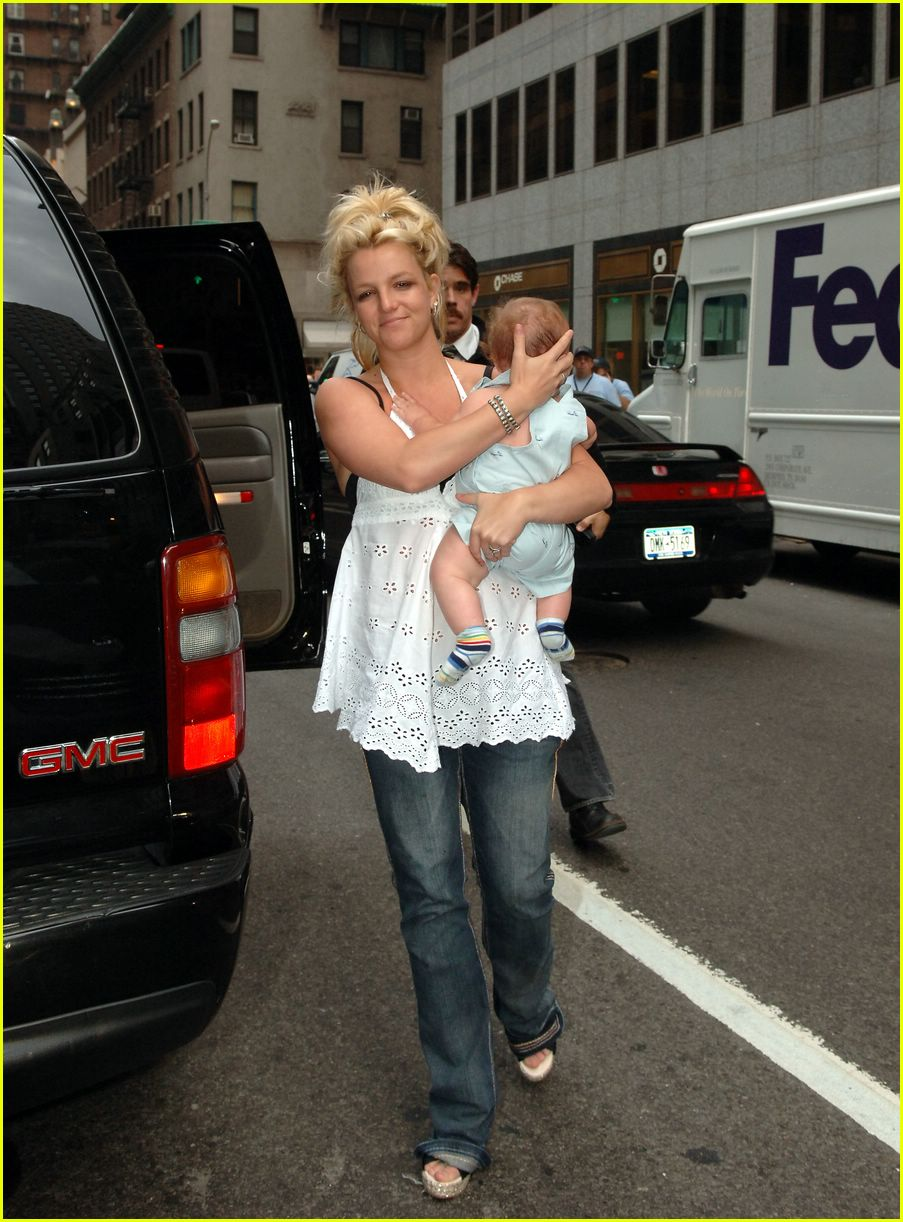 britney spears crying12
