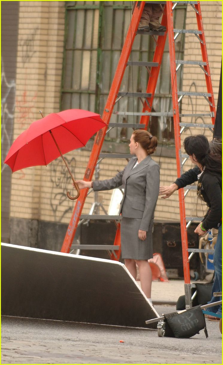 scarlett johansson flying umbrella06