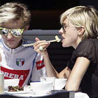 jude law sienna miller eating lunch22