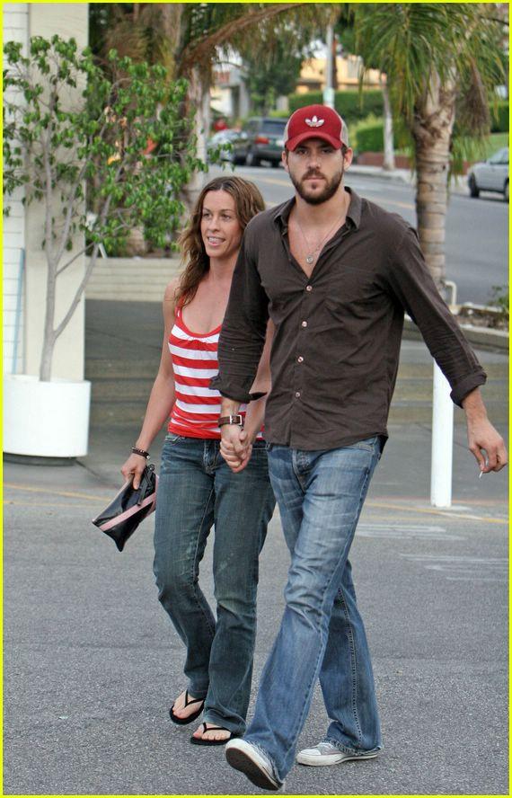 Ryan Reynolds And Alanis Morissette | www.imgkid.com - The ...