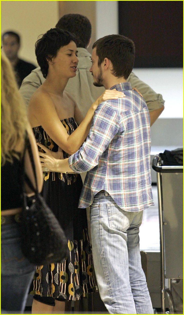Elijah Wood Girlfriend http://www.justjared.com/photo-gallery/398901/elijah-wood-pamela-racine05/