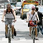 naomi watts liev schreiber bicycle01