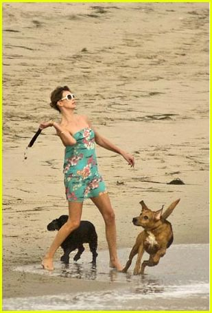 Charlize Theron: Beach Pictures: Photo 255941 | Charlize ...