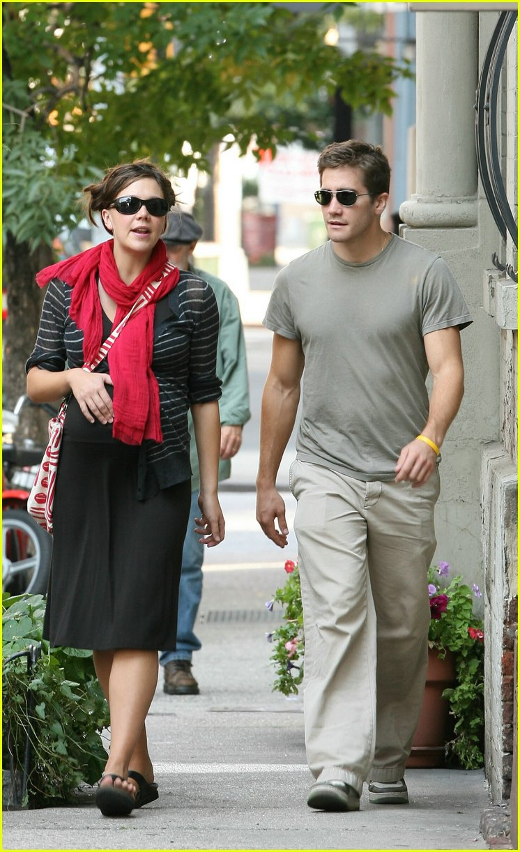 gyllenhaal family walk 02