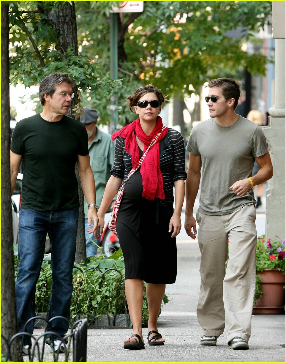 gyllenhaal family walk 03