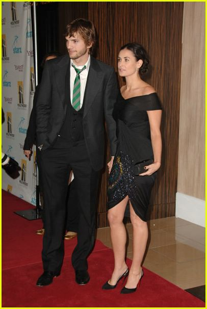 demi moore ashton kutcher holding hands 10