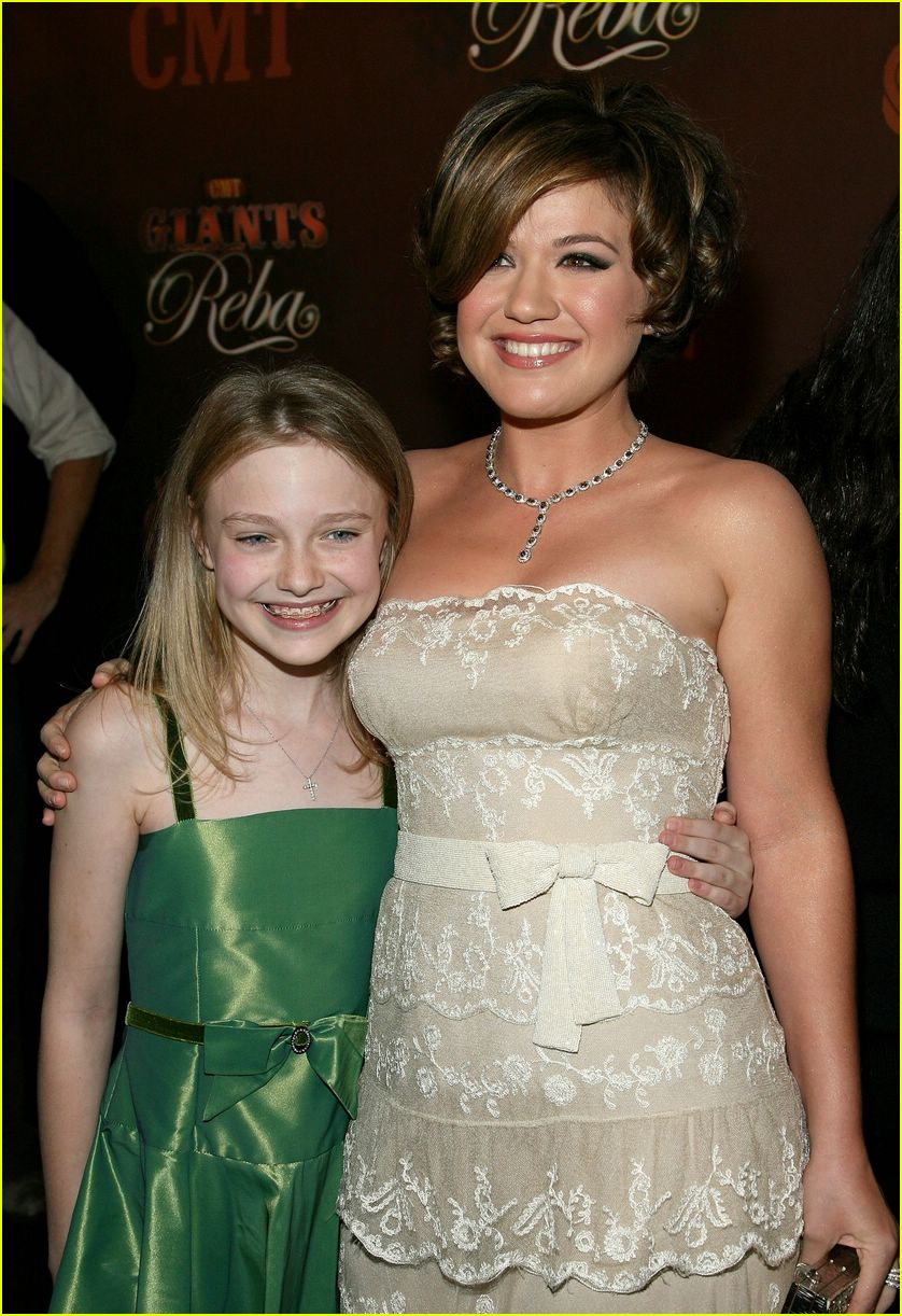 kelly clarkson dakota fanning 1446041