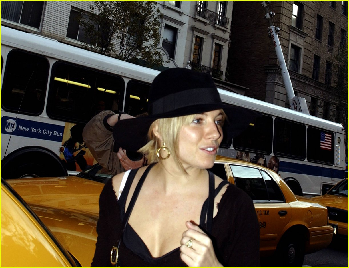 sienna miller smoking 01