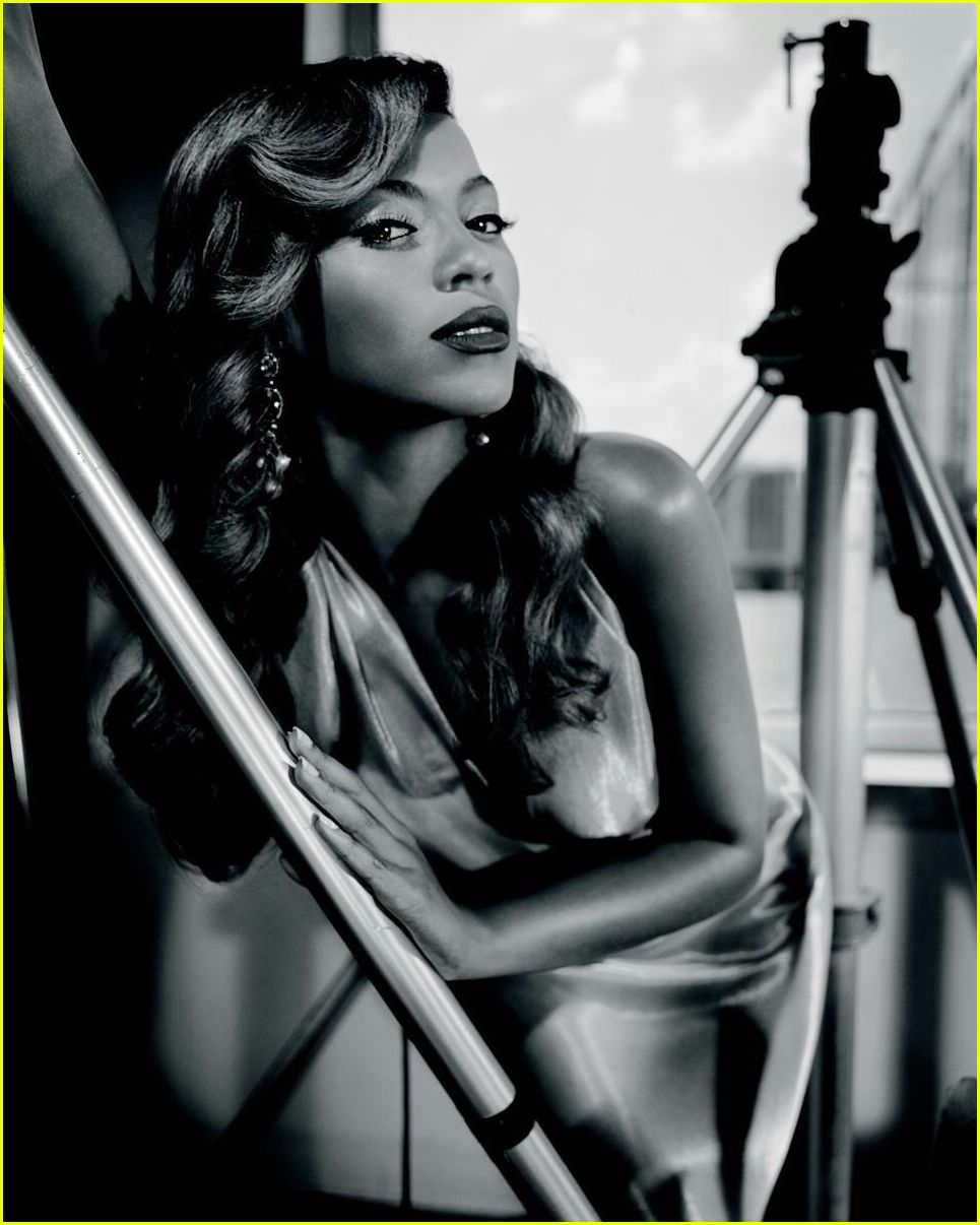 Beyonce Goes Black And White: Photo 2422668