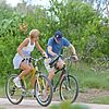 kate hudson owen wilson bike riding 03
