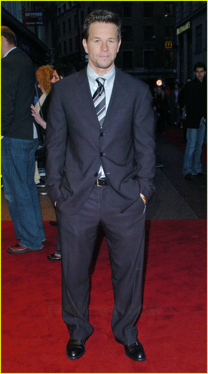 Full Sized Photo of mark wahlberg suit 29 | Photo 79941 ... Mark Wahlberg
