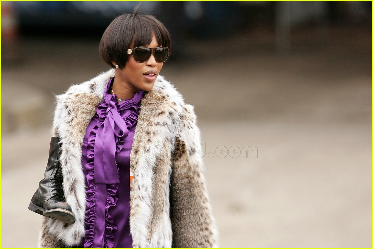 naomi campbell fur coat 092414608