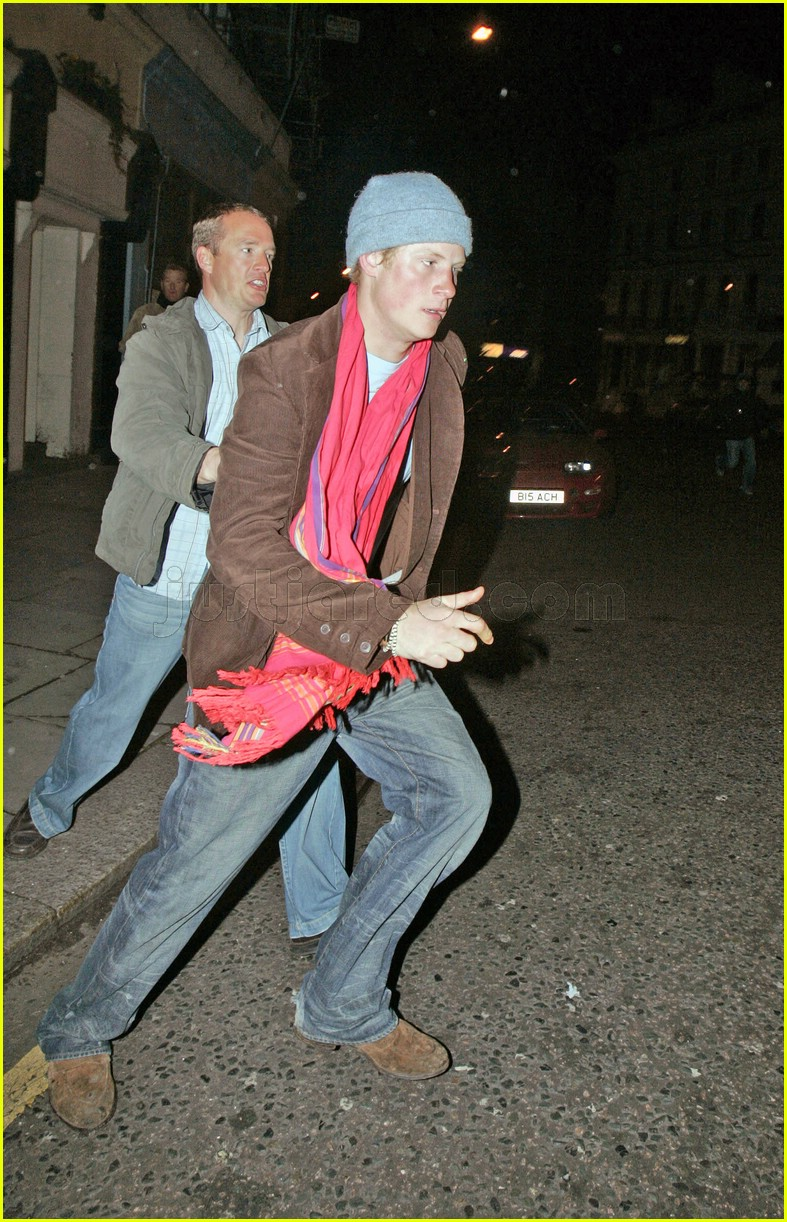 prince harry chasing paparazzi 03