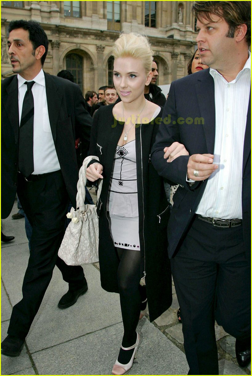 scarlett johansson paris fashion week 13