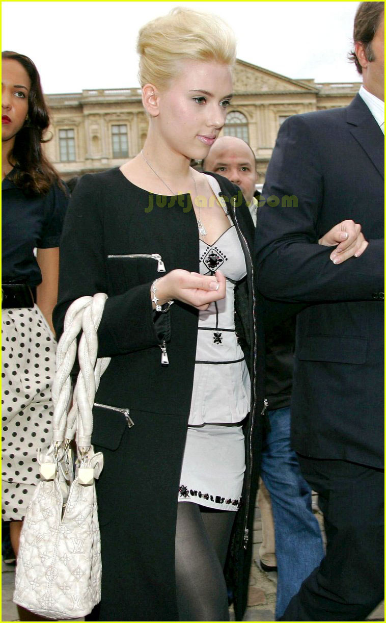 scarlett johansson paris fashion week 15
