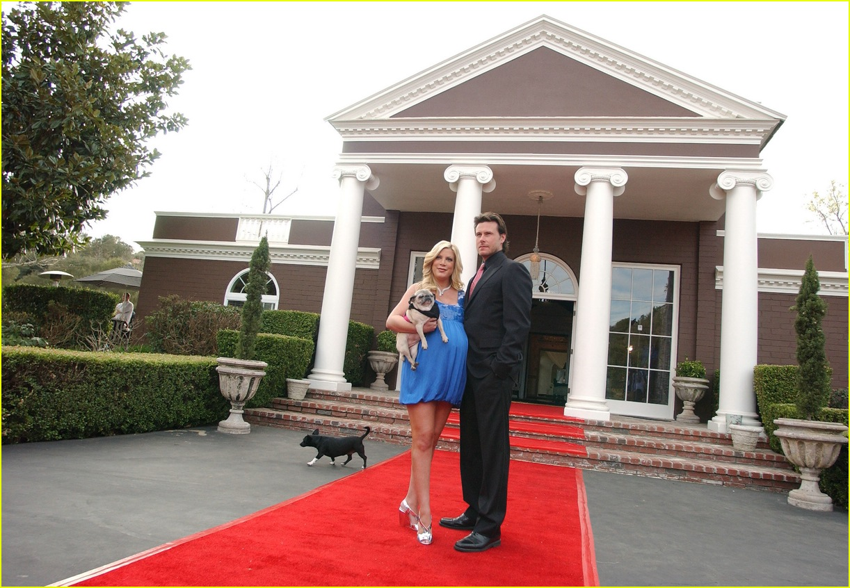 tori spelling bed and breakfast 04