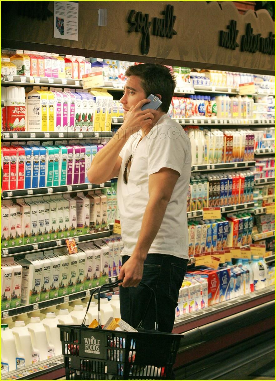 Full Sized Photo of jake gyllenhaal grocery shopping 02 ... Jake Gyllenhaal