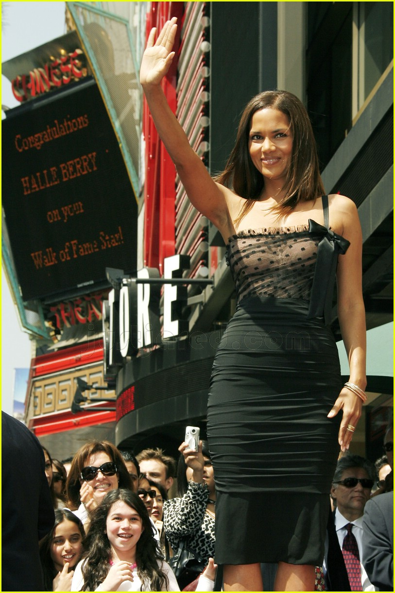 halle berry mom hollywood walk of fame star 16
