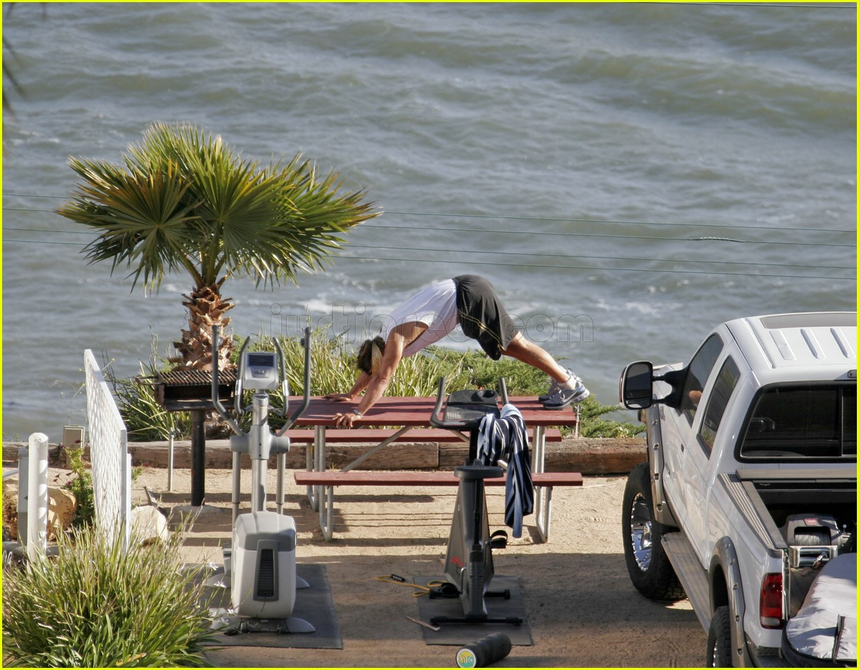 matthew mcconaughey exercising 11107181