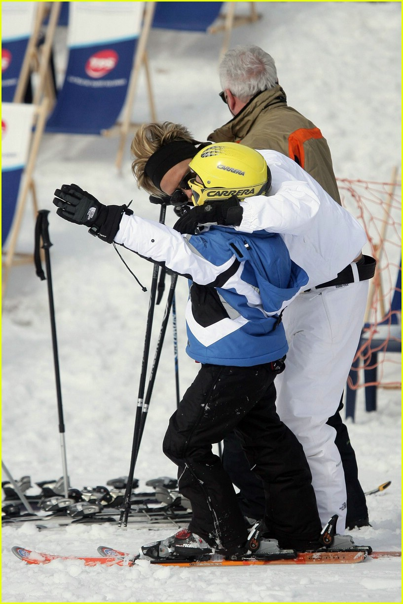 victoria beckham skiing 17