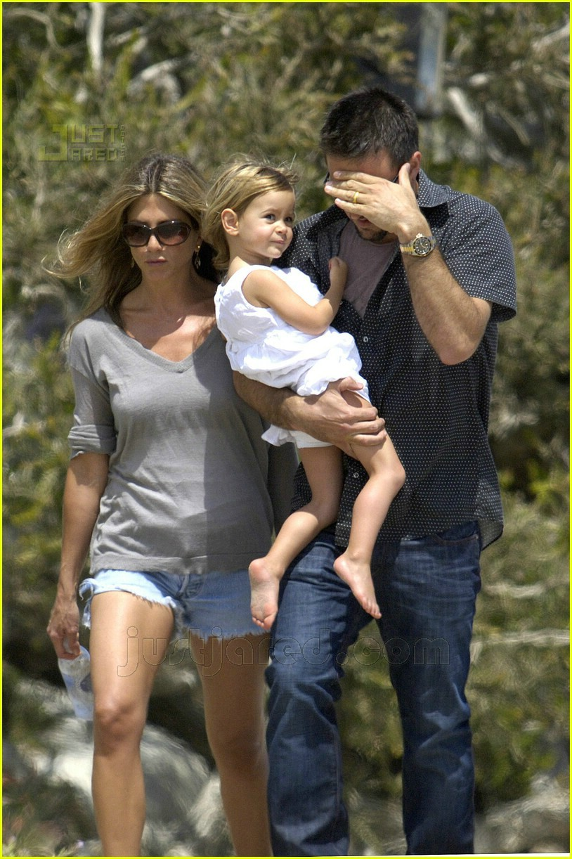 jennifer aniston memorial day 2007 01