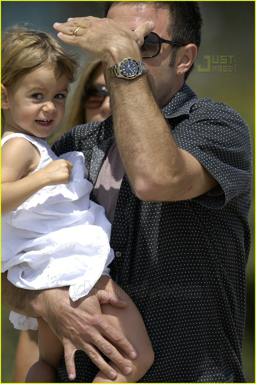 jennifer aniston memorial day 2007 05