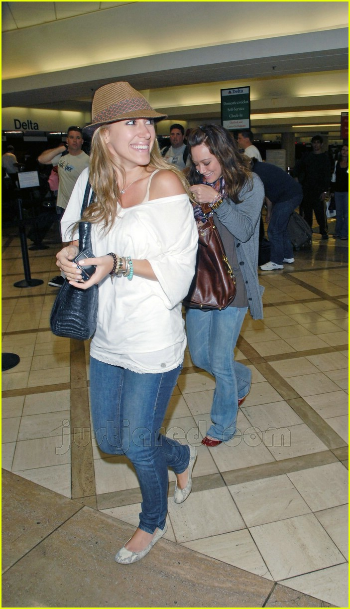 hilary haylie duff airport 16