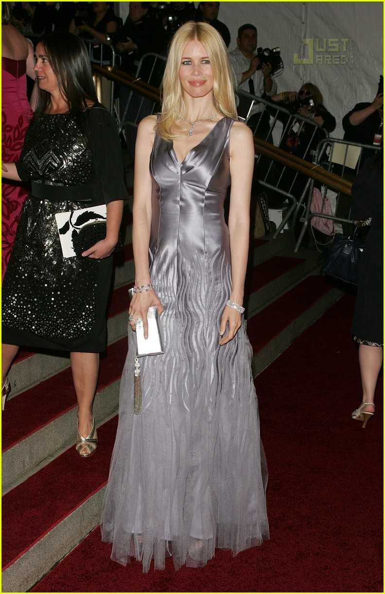 claudia schiffer costume institute 2007 01