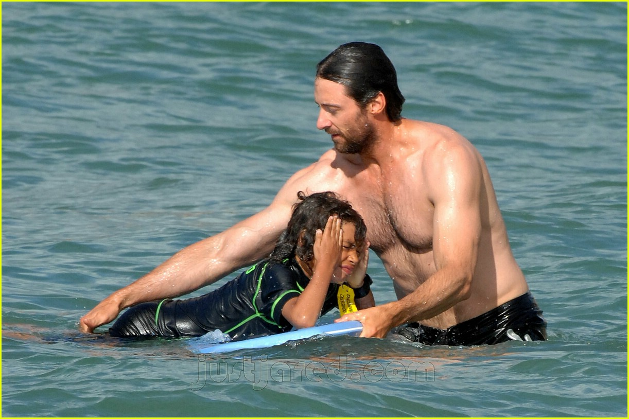 hugh jackman plays with kids 01
