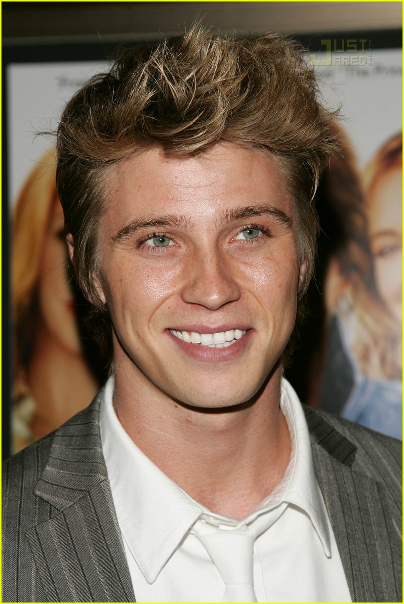 garrett hedlund net worth