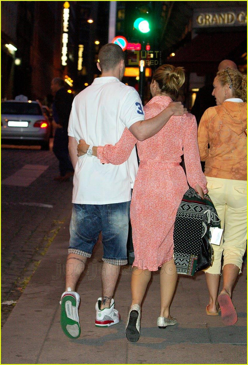 justin timberlake jessica biel holding hands 02