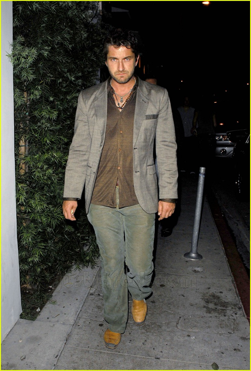 gerard butler area nightclub 02