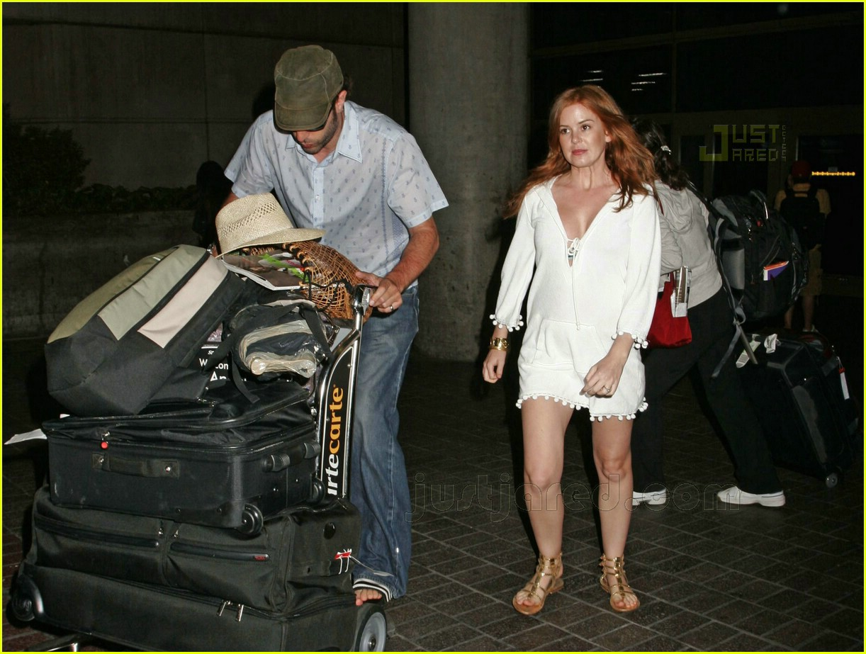 isla fisher pregnant 04