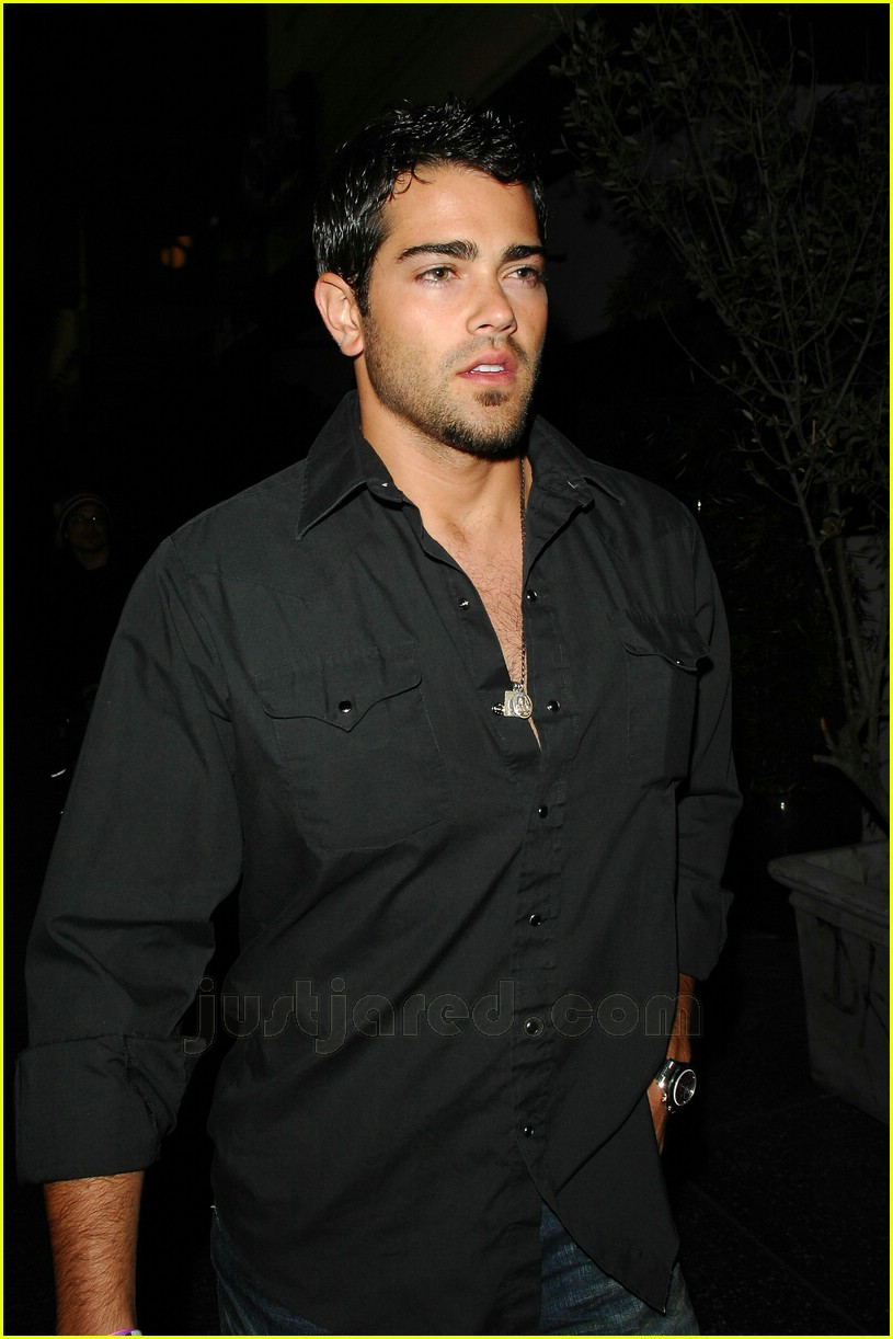jesse metcalfe scorpion bar grill 02
