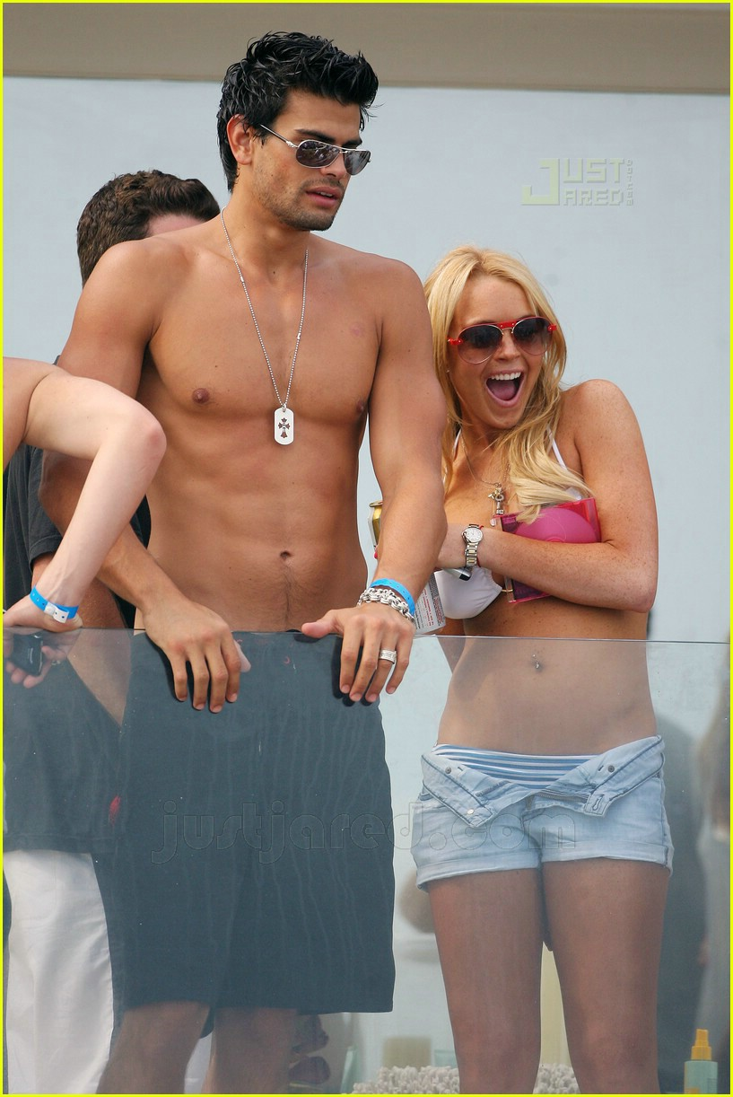 lindsay lohan fourth of july hunk 12