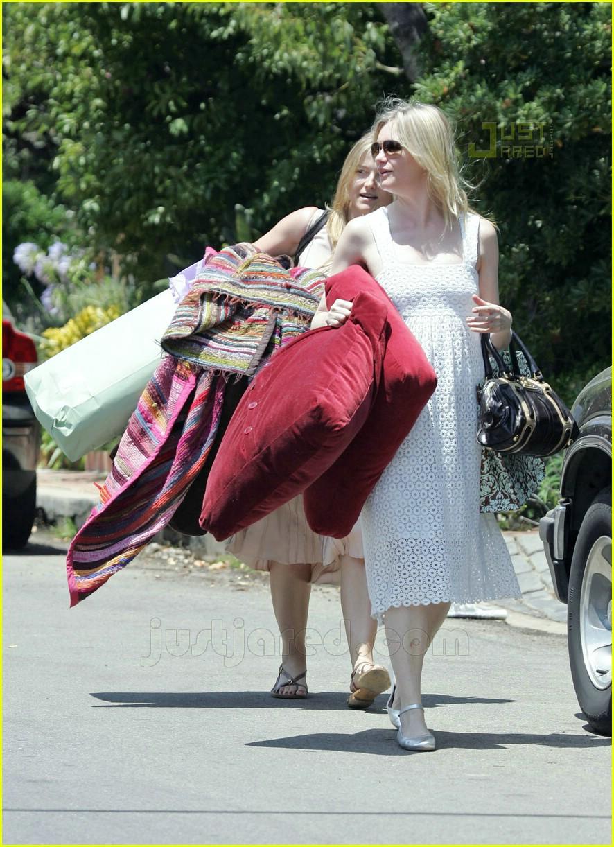Naomi Watts' Baby Show...