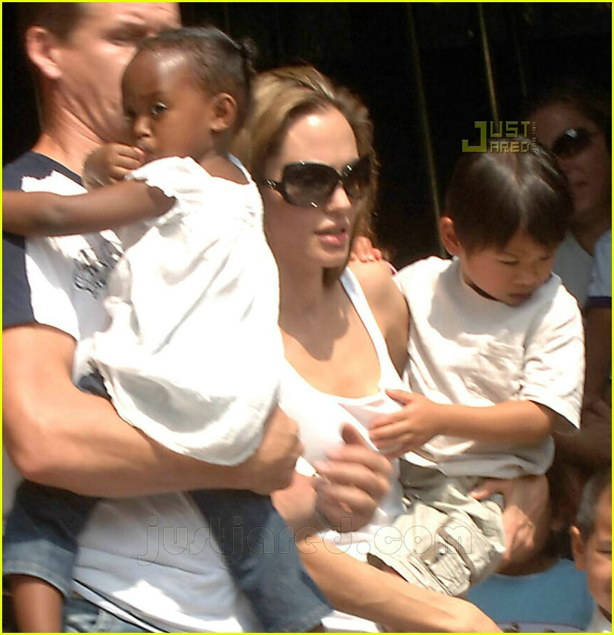 angelina jolie central park 03
