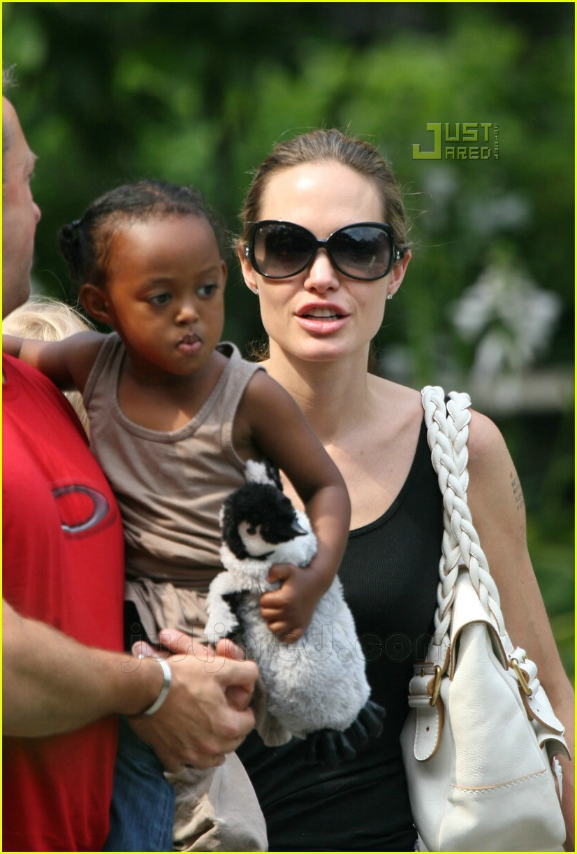 angelina jolie petting zoo 02