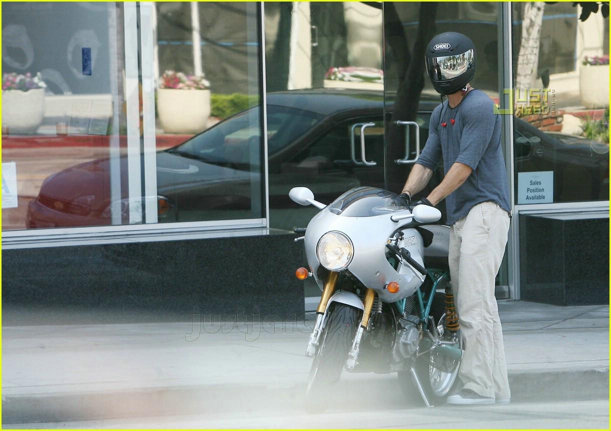 Ryan Reynolds Revs His Scarlett Engine Ryan Reynolds