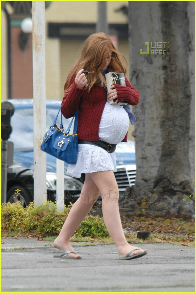 isla fisher baby bump 05